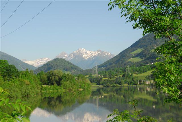 Stausee Rottau mit dem Danielsberg im Hintergrund